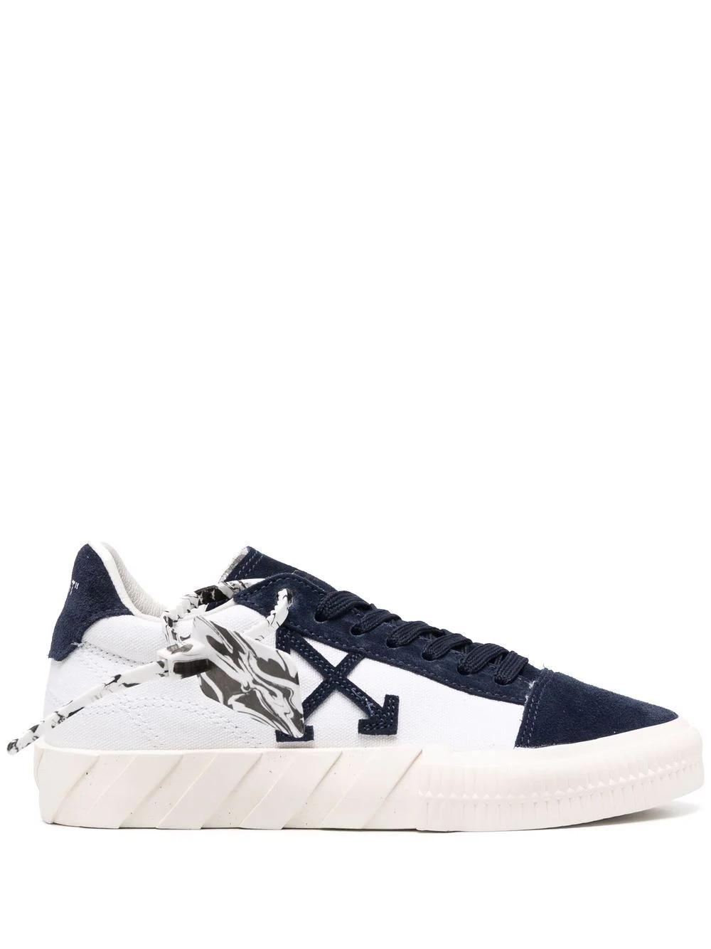 Low-Top Vulcanized Sneakers in Dunkelblau